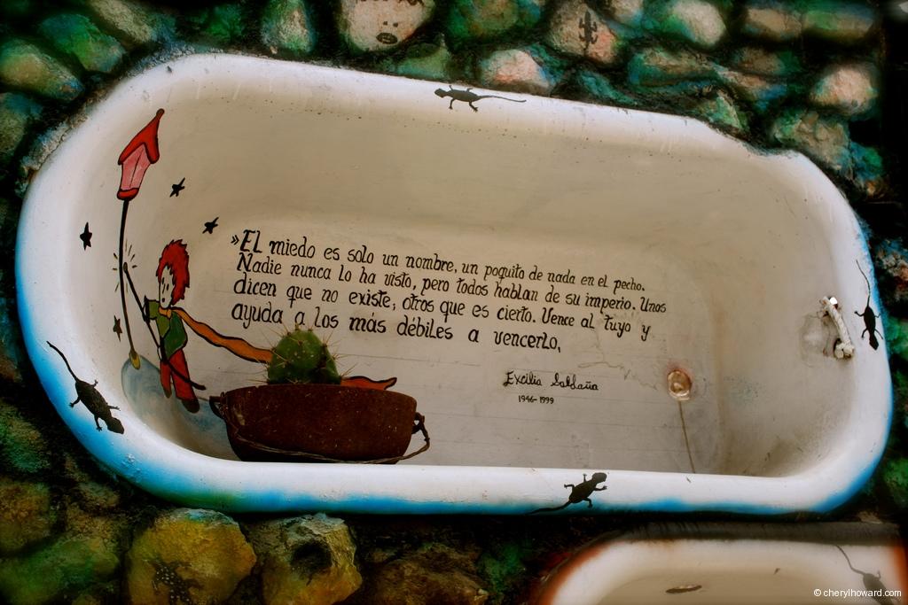 Callejón De Hamel In Havana Art Bath Tub