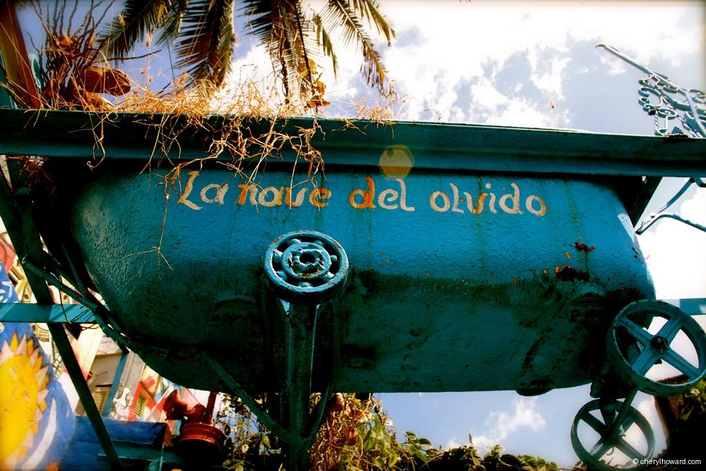 Callejón De Hamel In Havana Tub