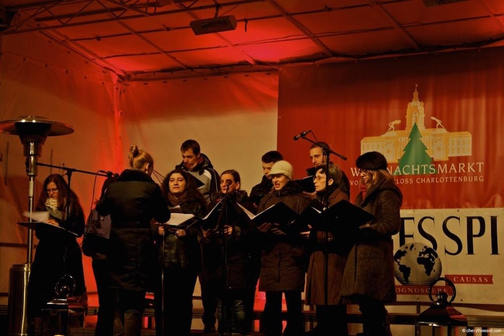 Weihnachtsmarkt Schloss Charlottenburg Choir