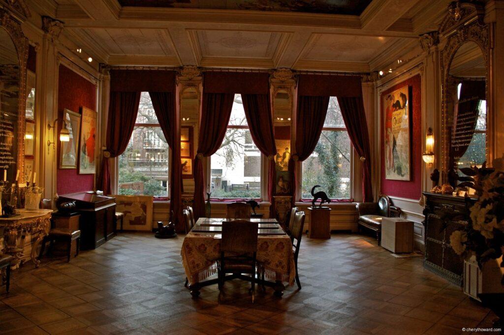 Katten Kabinet Art Museum Is In a Canal House