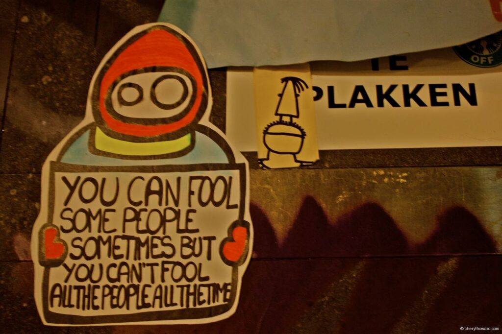 Street Art Amsterdam - Fool People Sticker