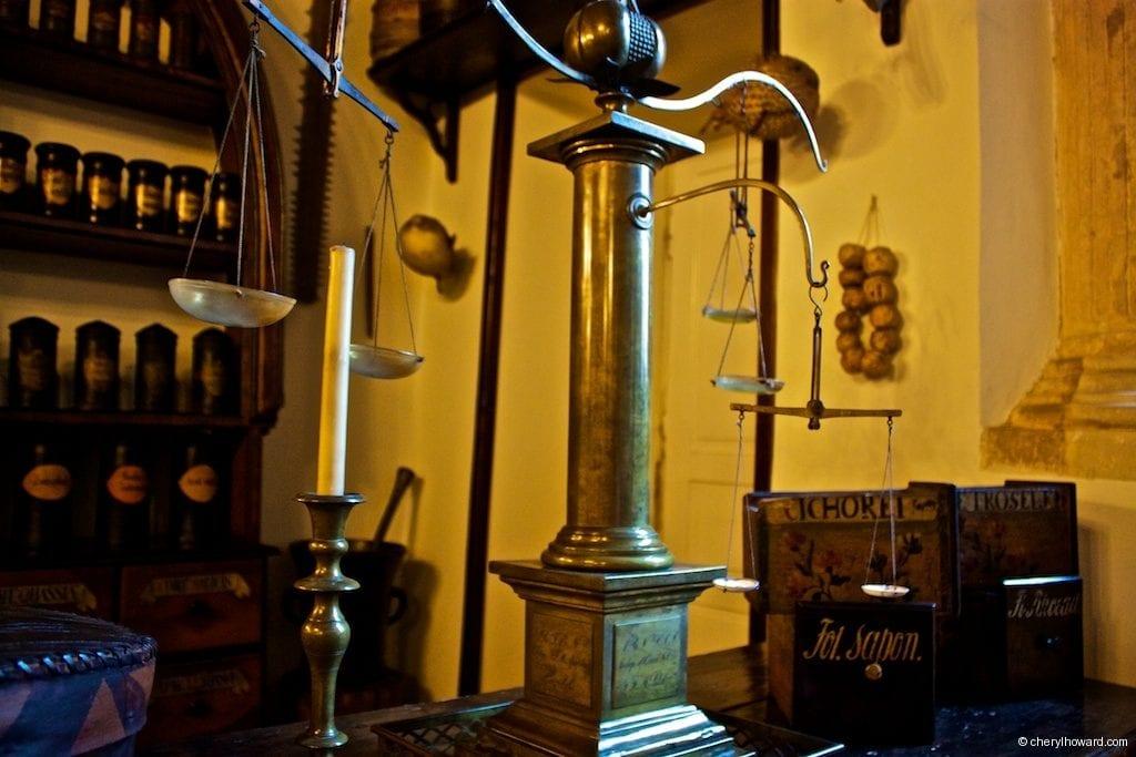 The Pharmacy Museum in Krakow - Scales