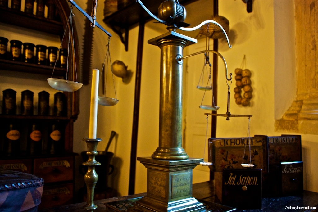 The Pharmacy Museum in Krakow - Scales