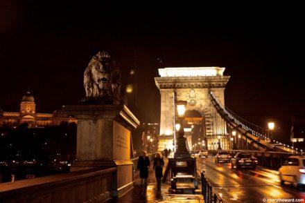 BudapestChainBridgeAtNight 003 440x294 - Photos: The Chain Bridge in Budapest at Night