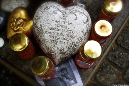 michaeljacksonmemorialmunich4 440x294 - Weird and Offbeat Sites: The Michael Jackson Memorial in Munich.