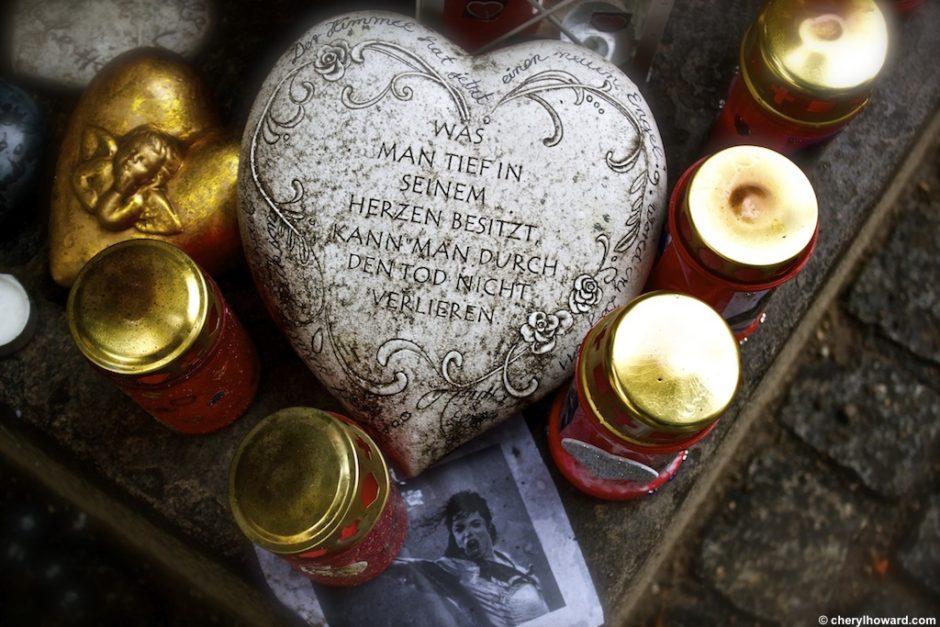 michaeljacksonmemorialmunich4 940x627 - Weird and Offbeat Sites: The Michael Jackson Memorial in Munich.
