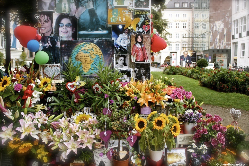 The Michael Jackson Memorial Munich - Globe Photo