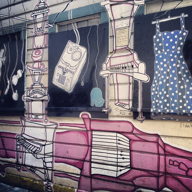 San Francisco Street Art - Clothes & MusicSan Francisco Street Art - Clothes & Music