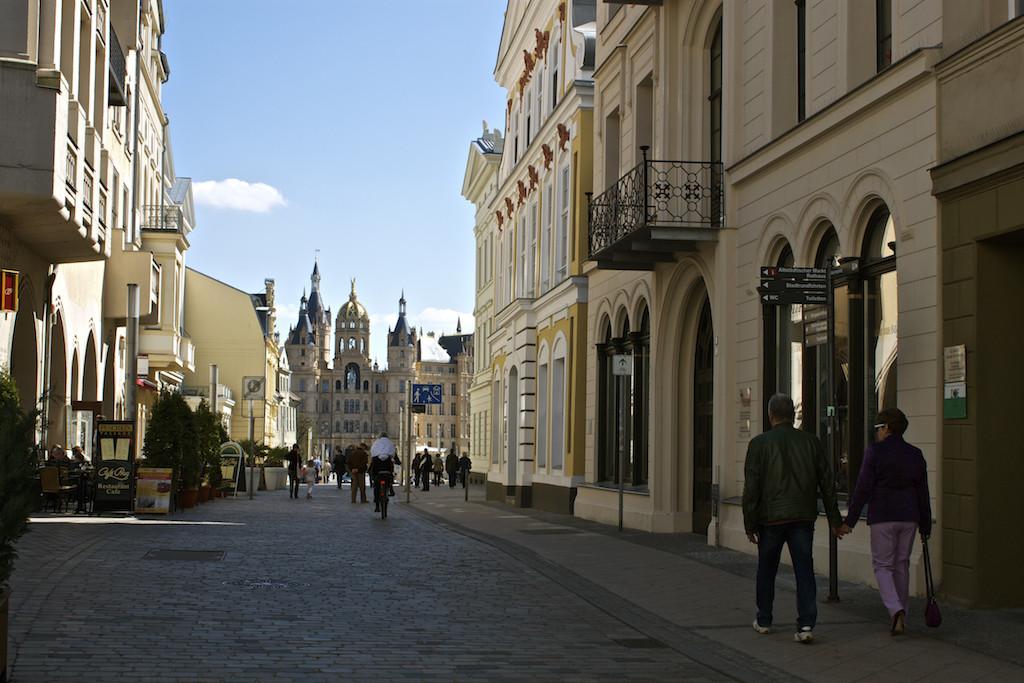 Schwerin Photos - Walking to Schwerin Palace