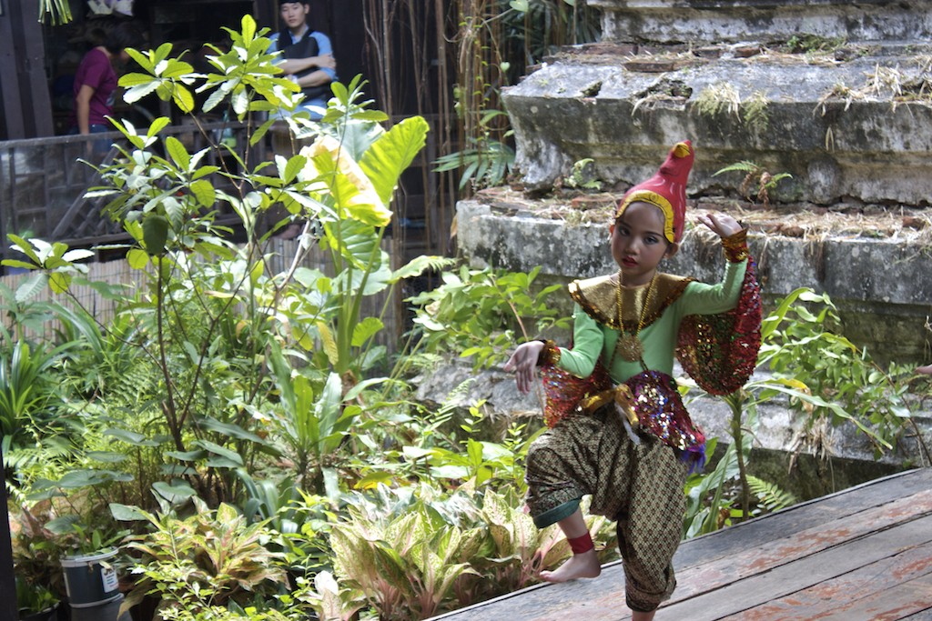 Thai Dancing Klong Bang Luang Artist House in Bangkok