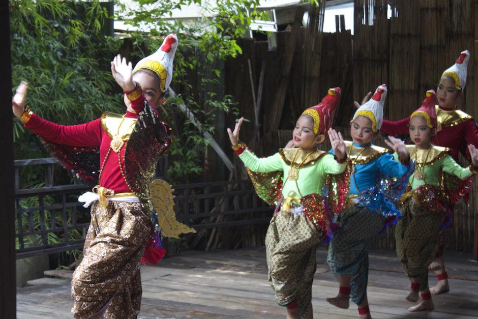 Traditonal Thai Dancing Klong Bang Luang Artist House Bangkok