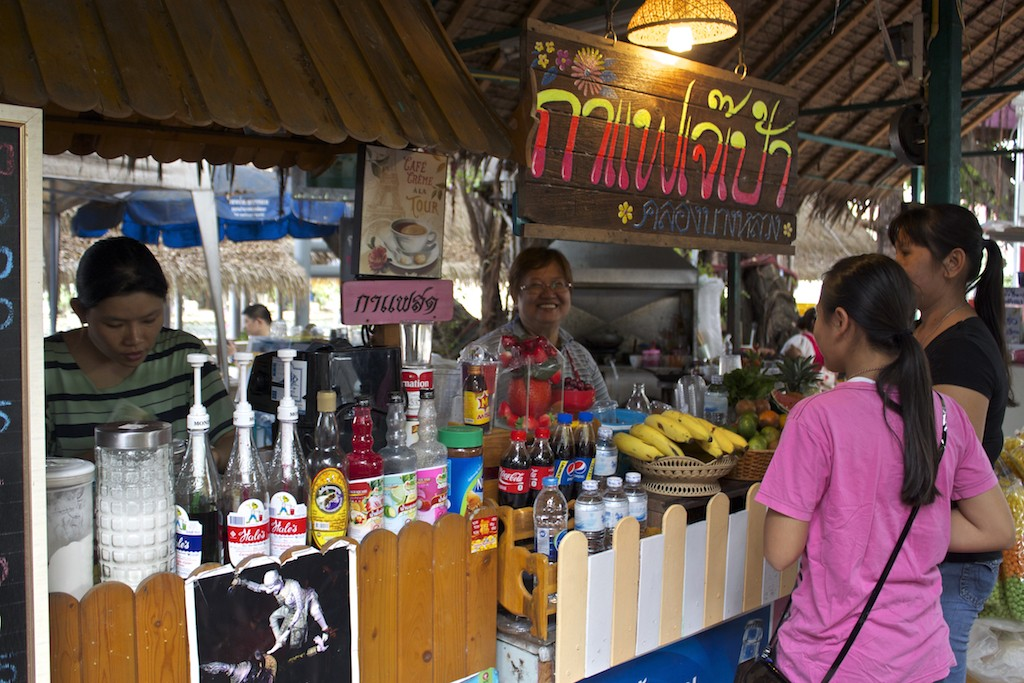 Vendors at Klong Bang Luang Artist House