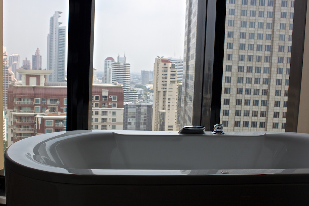 The Continent Hotel in Bangkok - Continent Room Bathroom