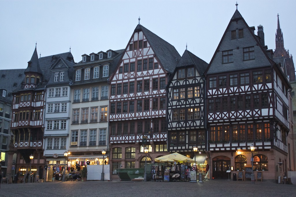 Frankfurt Photos - Altstadt Römerberg Square