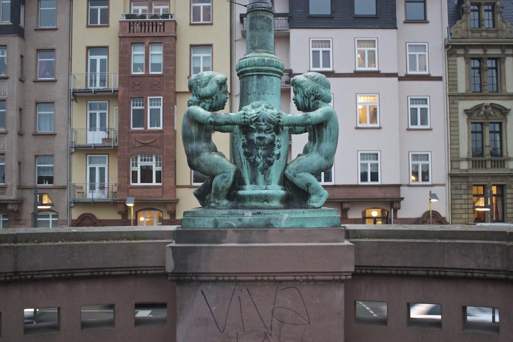Frankfurt Photos - Eiserner Steg Statue