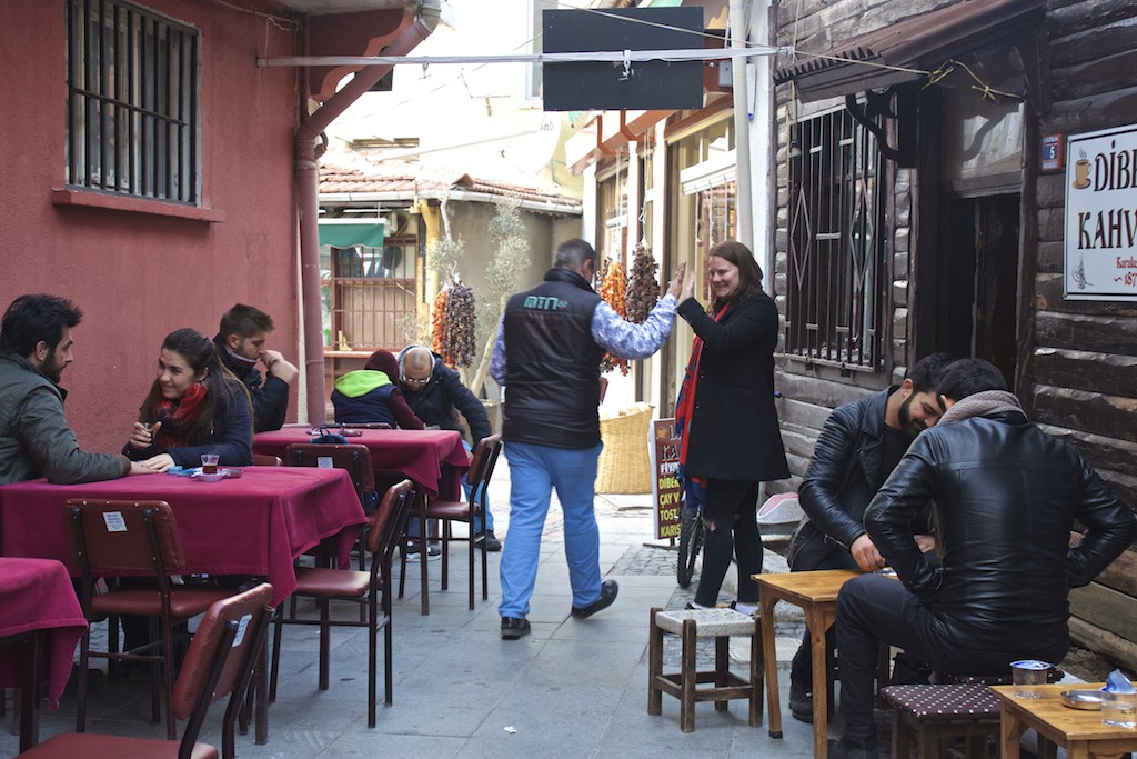 Things To Do in Edirne Turkey - Cafe and Backgammonv