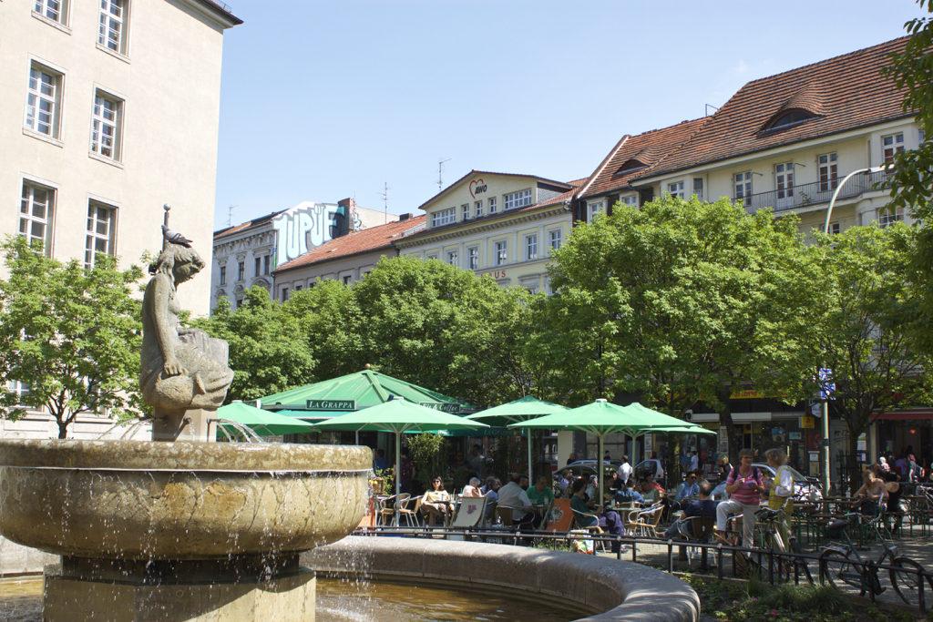 Berlin Walking Food Tour - Neukolln Fountain