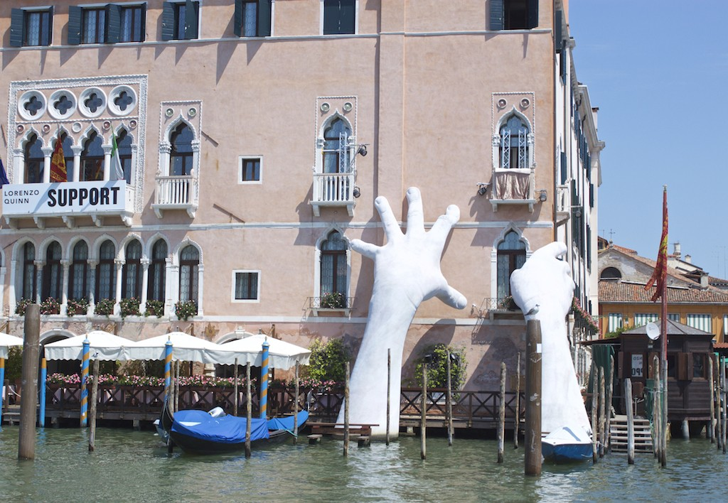 Hands Sculpture in the Venice Grand Canal - Support Art Climate Change