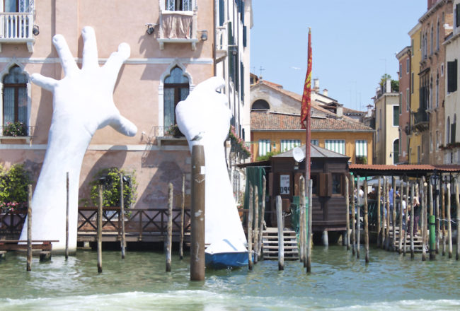 Hands Sculpture in the Venice Grand Canal - Support Lorenzo Quinn