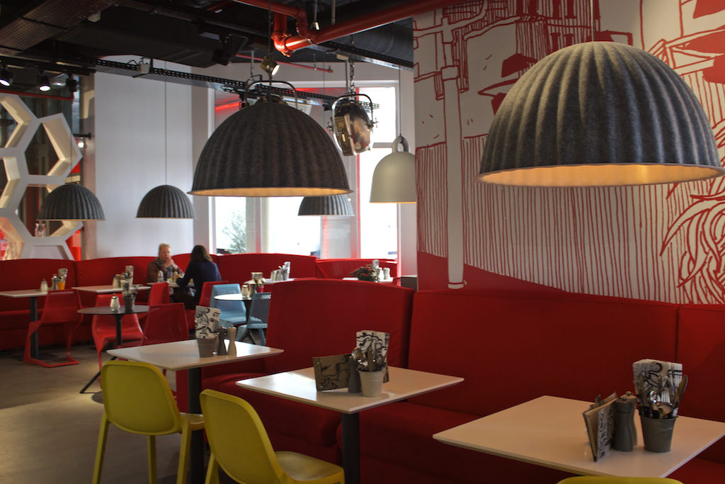 Radisson RED Brussels - OUIBar + KTCHN Restaurant Dining Area