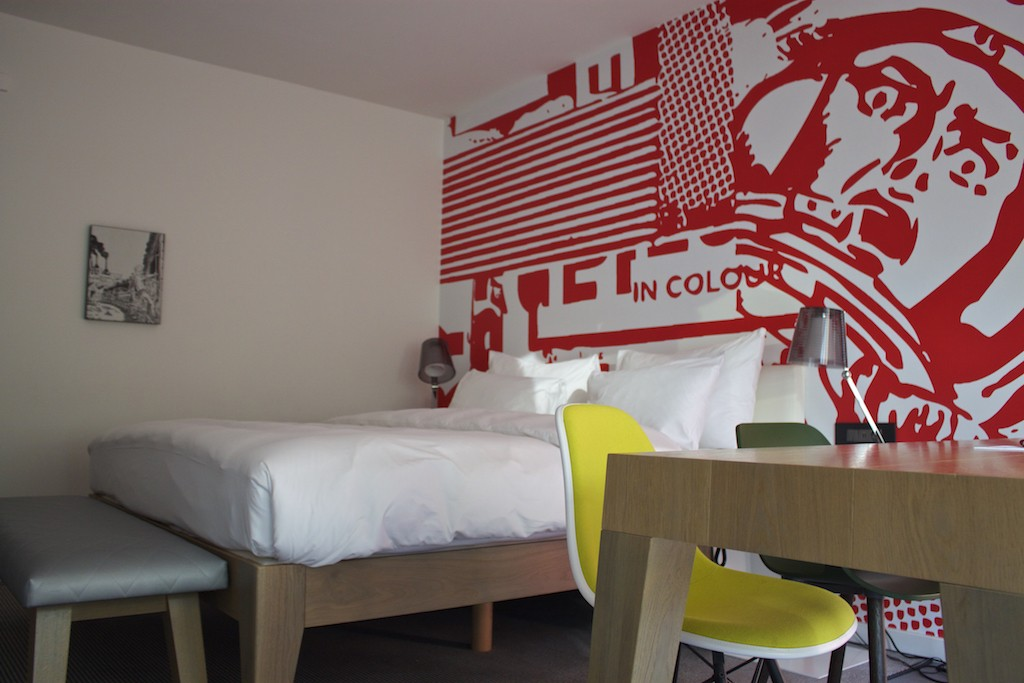 Radisson RED Brussels - Studio With King Bed & Wall Art