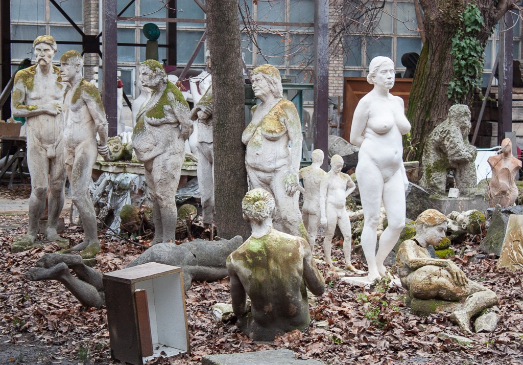 Weekend in Budapest - Naked People Statues Art