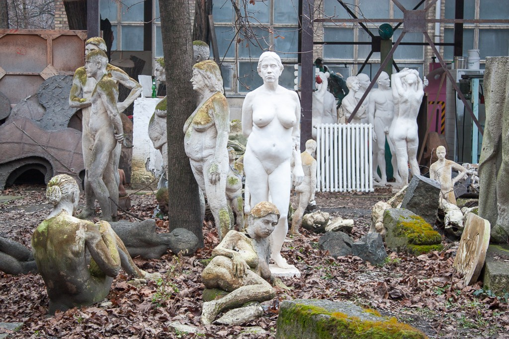Weekend in Budapest - Naked People Statues