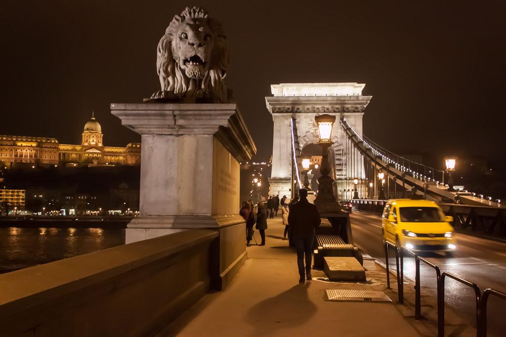 Weekend in Budapest - Széchenyi Chain Bridge