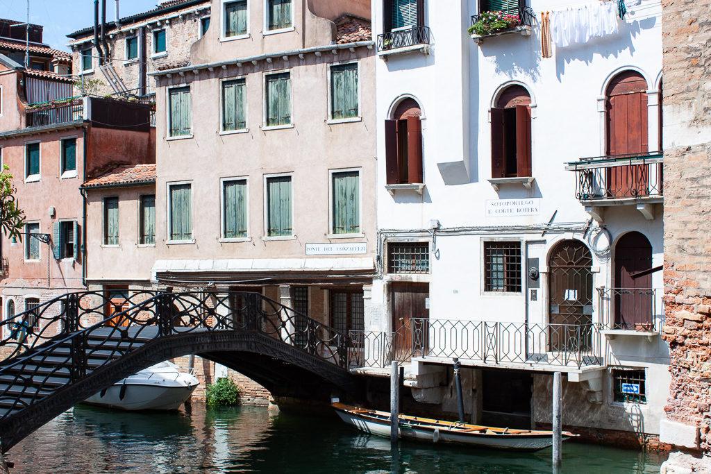 Libreria Acqua Alta - Canal View