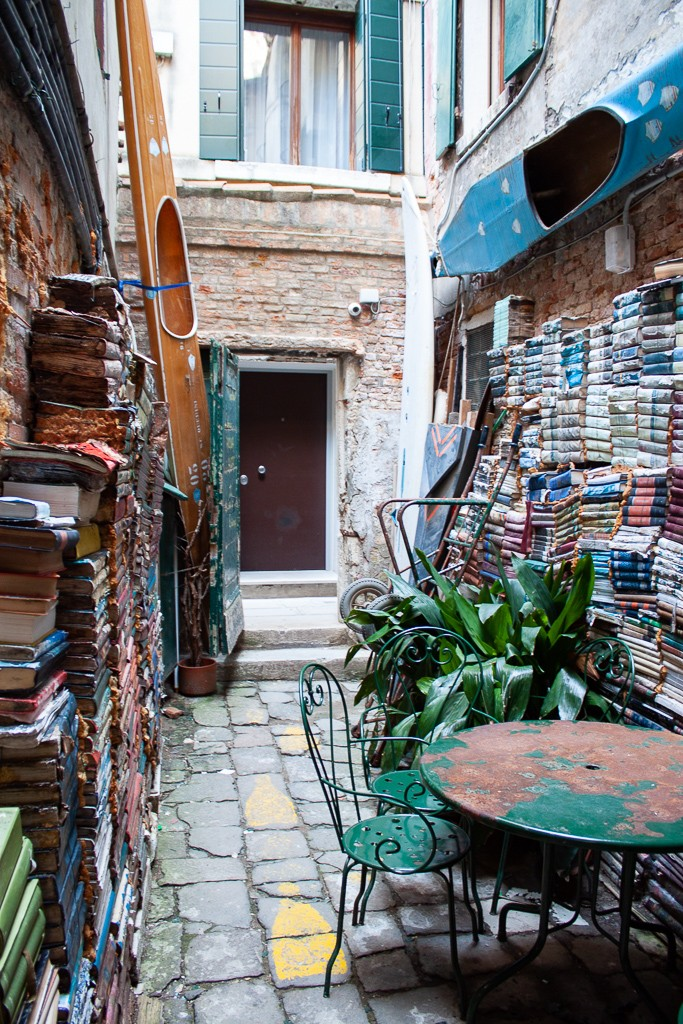 Libreria Acqua Alta Venice Italy - Outdoor Seating