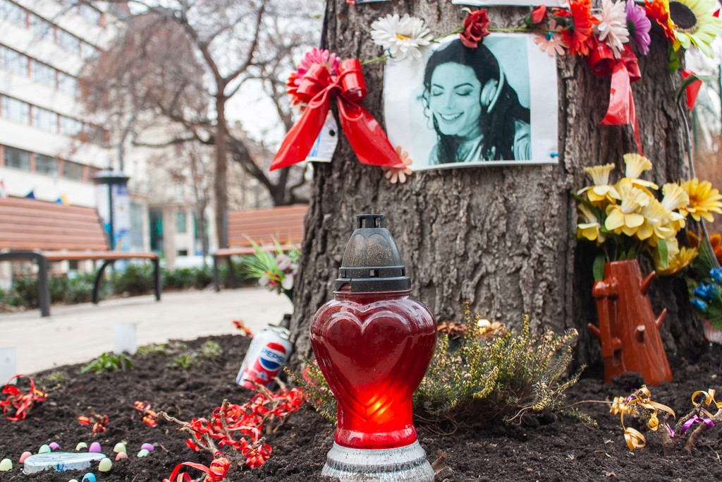 Michael Jackson Memorial Tree Budapest - Heart Candle Pepsi