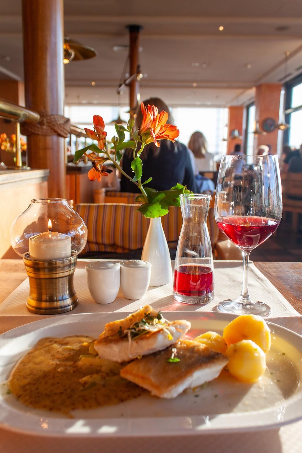 Warnemünde - Hotel NEPTUN Seafood Restaurant