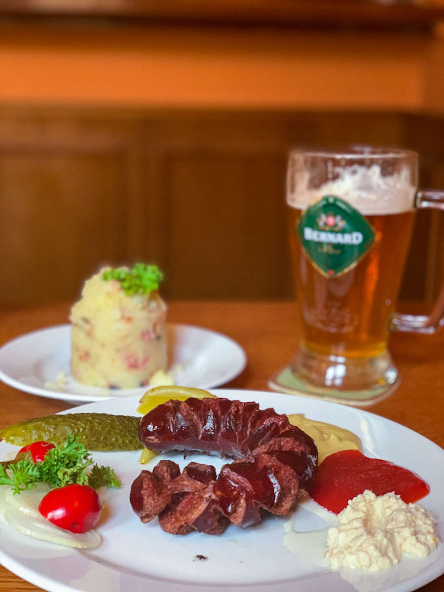Brno Restaurants - Pivní bar Atrium Mashed Potatoes & Sausage