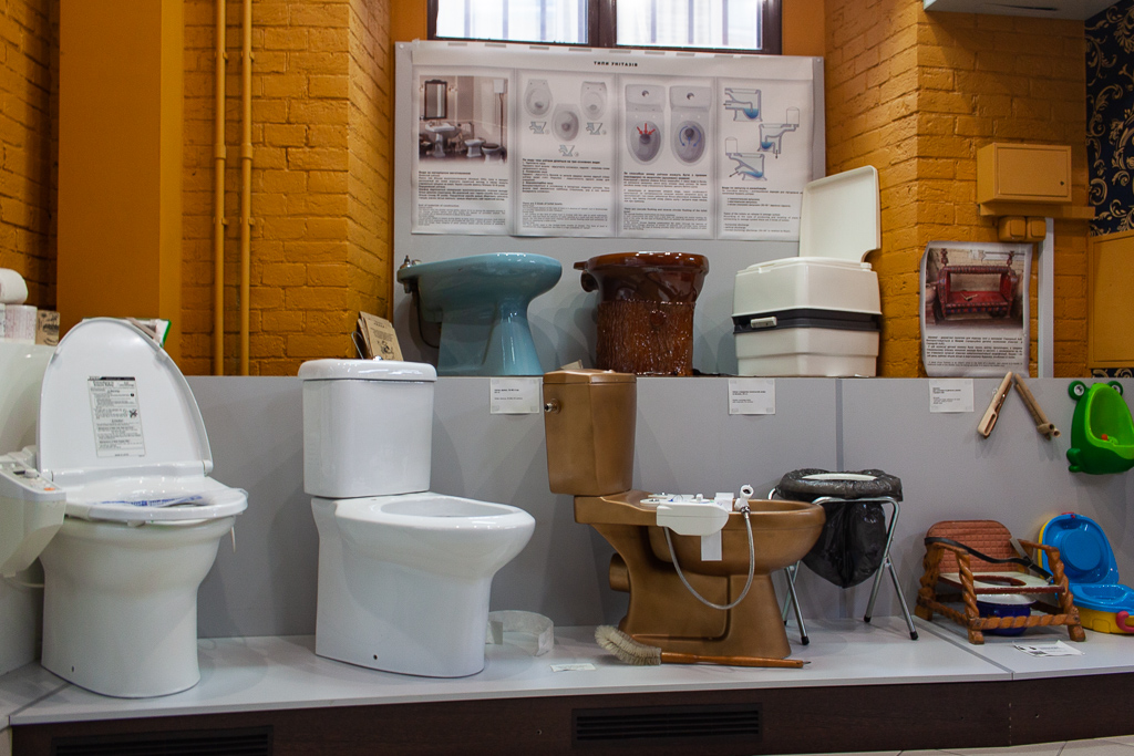 Museum Of Toilet History - Modern Toilets