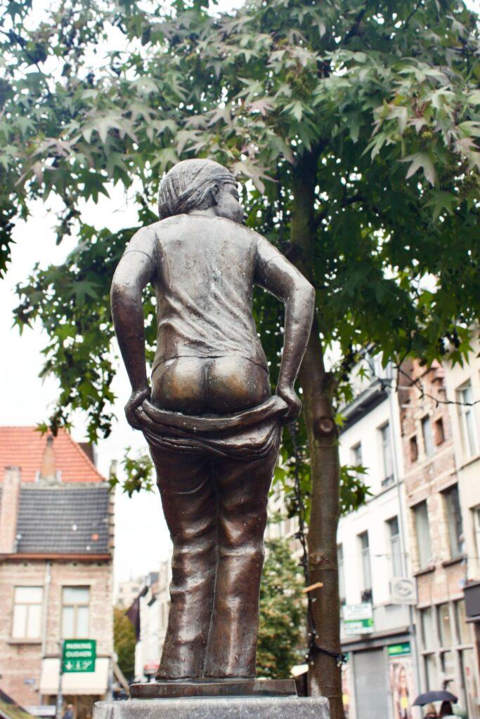 Den Deugniet Antwerp - Mooning Boy Statue Art