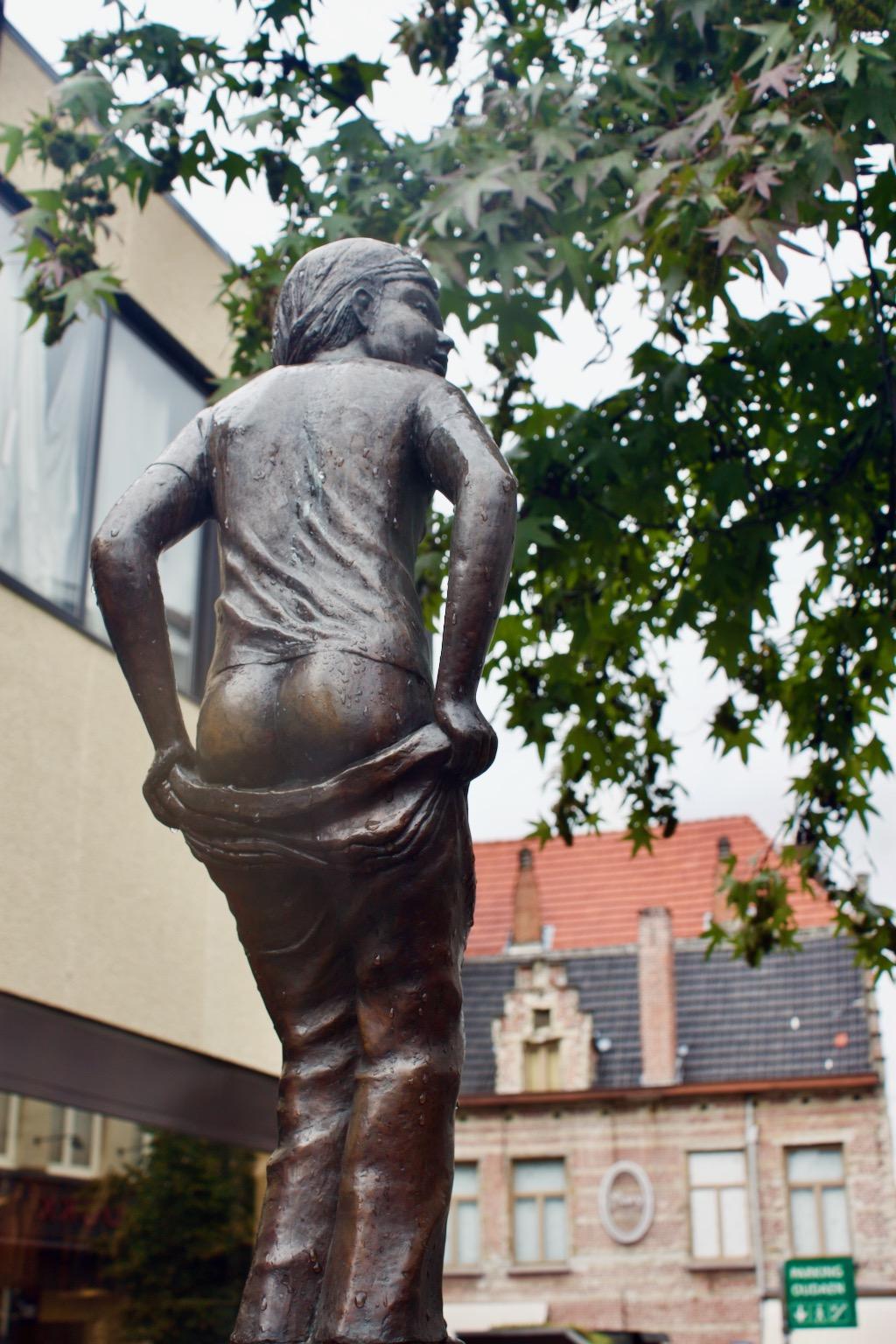 Den Deugniet Antwerp - Strange Statues In Belgium