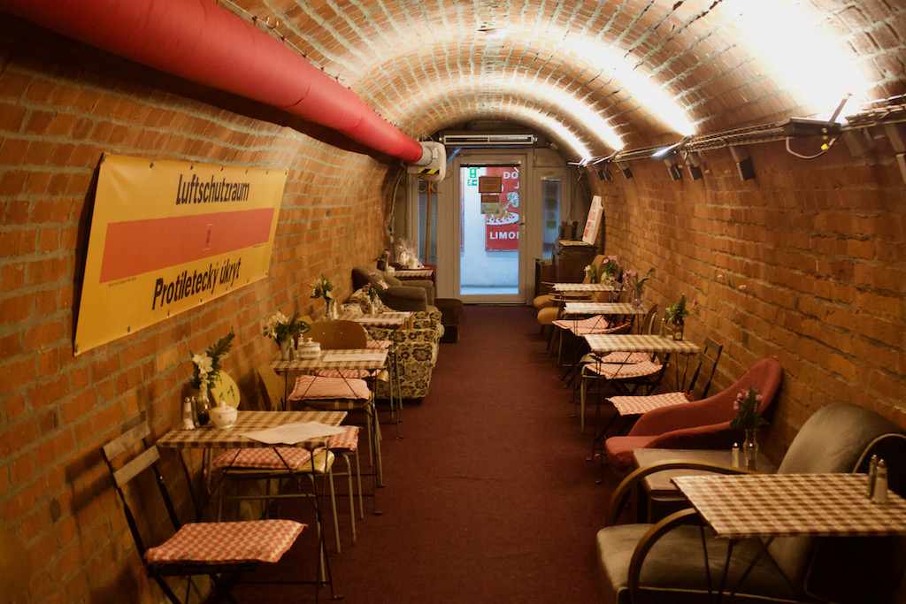 10 Z Shelter Brno Bar