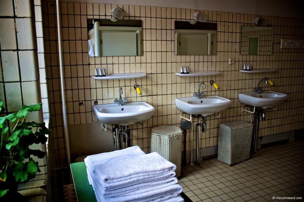 Lloyd Hotel - Shared Bathroom Sinks